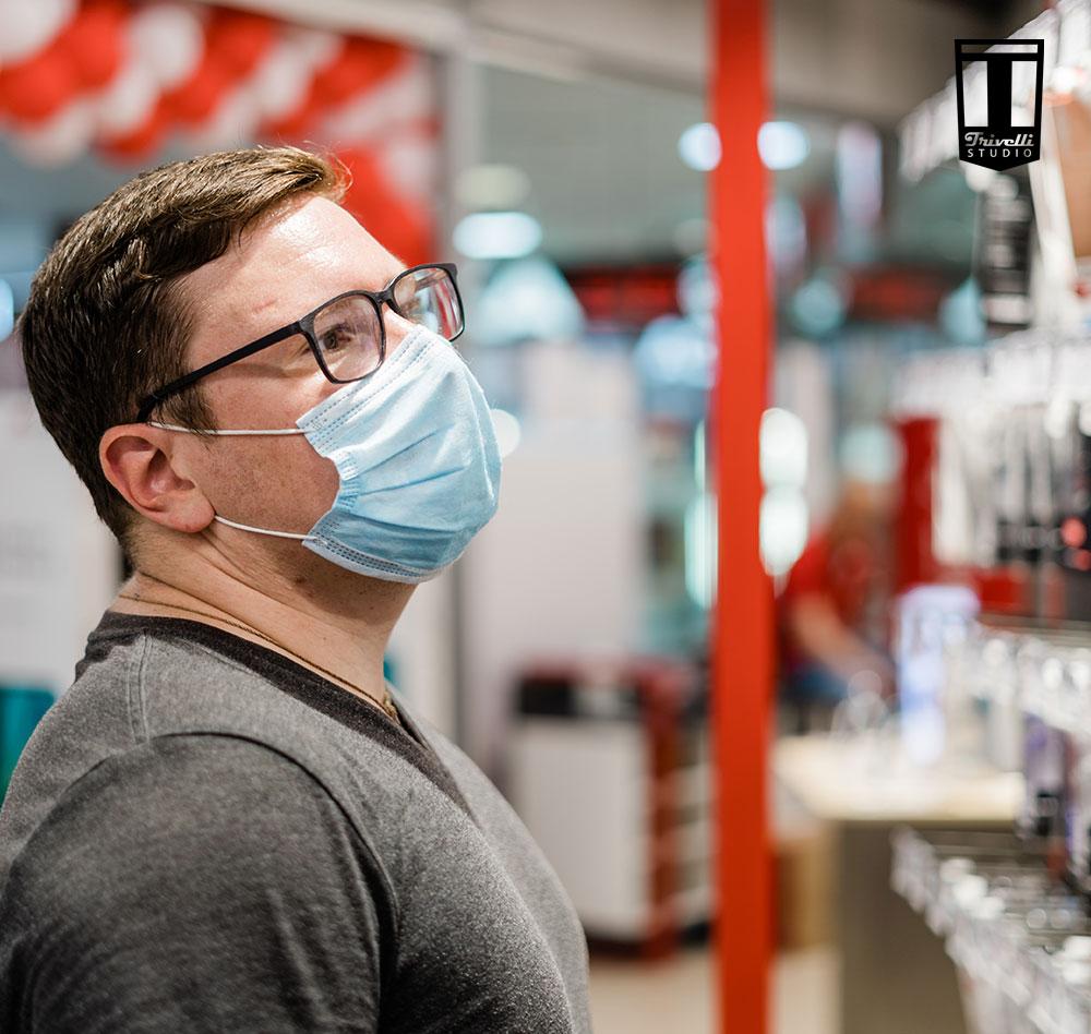 hombre compra en pandemia covid-19